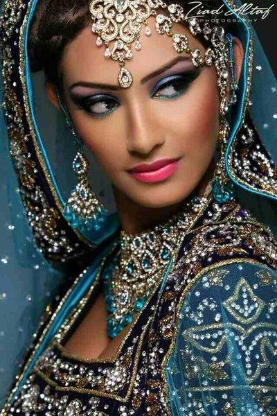 Cauta? i femeie imbracaminte indiana